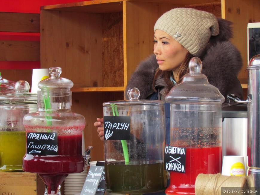 """Глинтвейн стал уже практически  """"национальным русским"""" напитком на любом уличном зимнем празднике."""