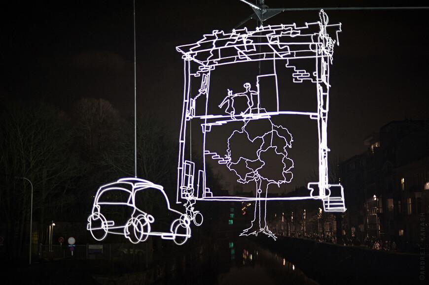 Muinkkaai, Ralf Westerhof - Drawn in light Медленно вращающаяся 13 метровая инсталляция с тончайшими линиями из света