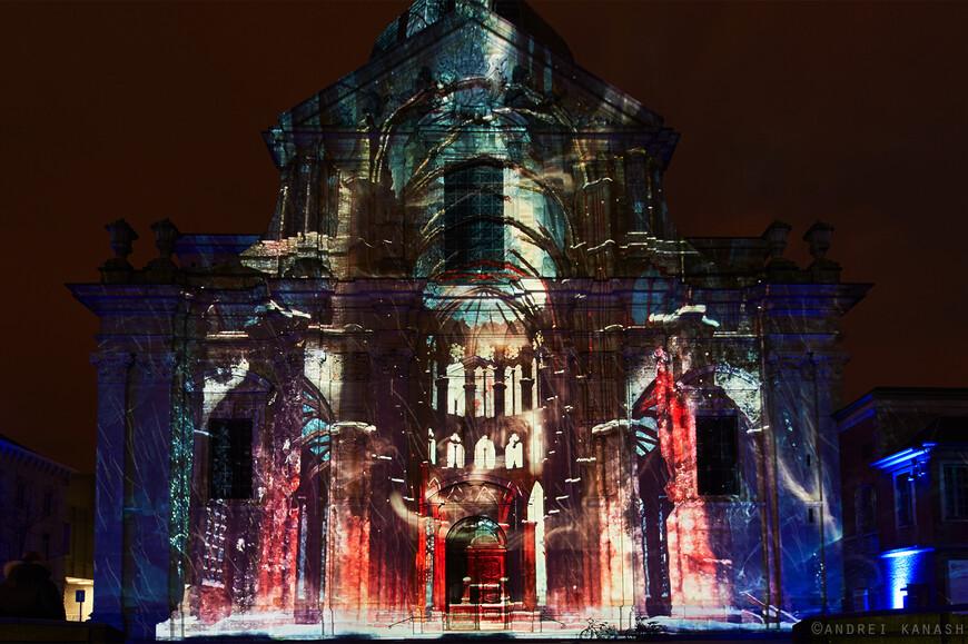 Sint-Pietersplein, Dirty Monitor - Urban keys Впечатляющая проекция видео, в котором площадь окружена светом и музыкой.