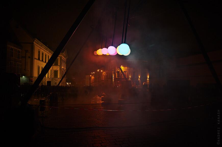 """Kramersplein, Ivo Schoofs """"Large Pendulum Wave"""" Первая инсталляция, которую я увидел... На самом деле, просто вырвался из рутины без всякой надежды, чем то себя удивить... И тут шарики качаются)) с волшебной музыкой... сразу впадаешь в медитативное состояние"""