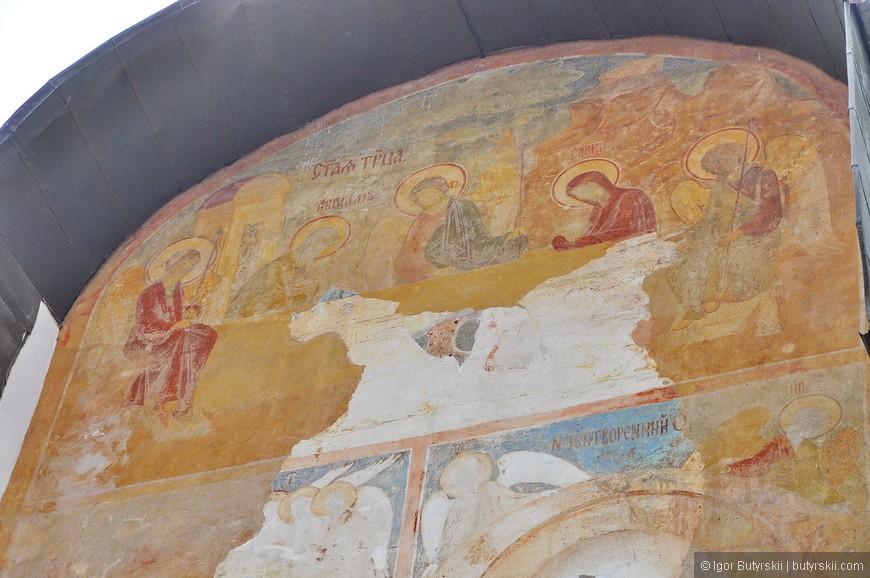 12. Реставрация фресок идет, но пока многие остаются недоделанными.