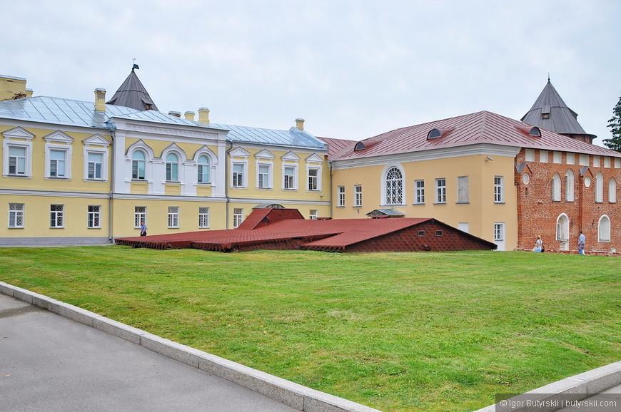 13. Меня несколько расстроила эта пошлость на территории кремля. Назначение я не уточнял, но зачем строить такое?