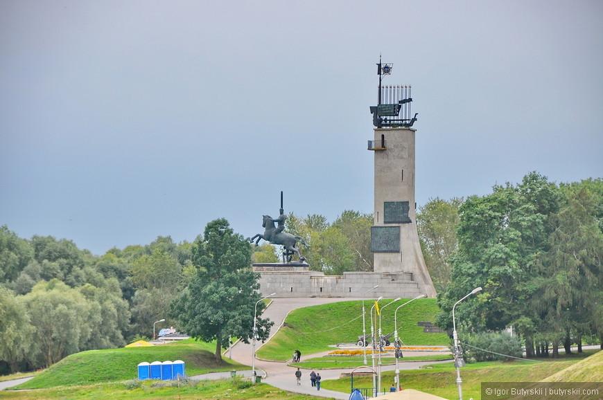 27. Комплекс Монумент Победы, один из самых интересных монументов ВОВ что я видел.