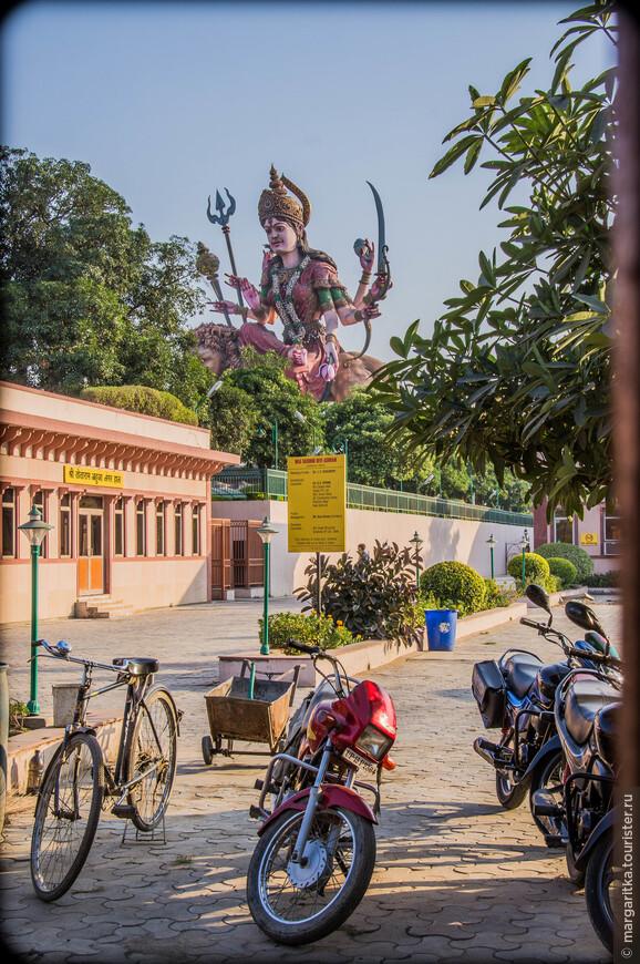 Храм Дурги на подъезде ко Вриндавану