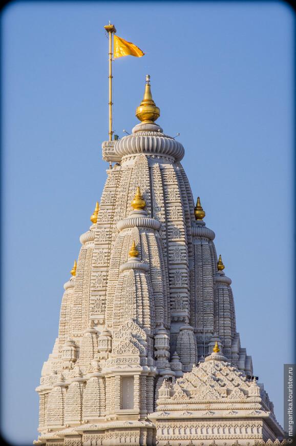 Прем Мандир (Prem Mandir) – Новый очень красивый храмовый комплекс из белого мрамора.