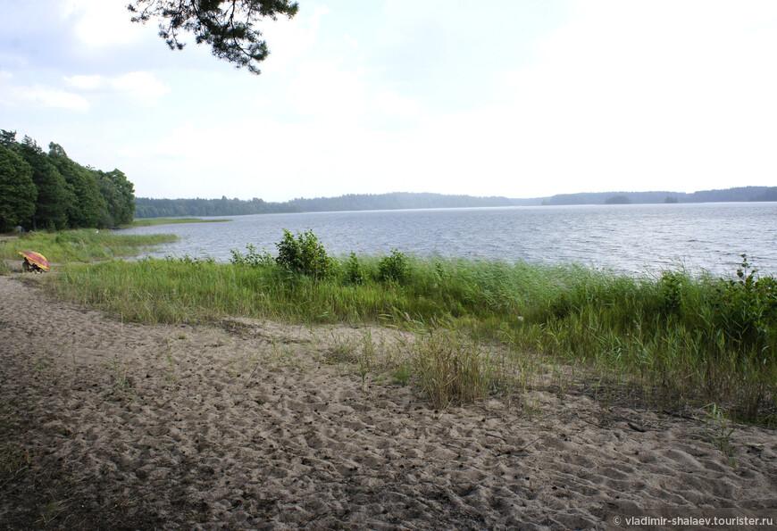На многих озёрах имеются хорошие песочные пляжи.