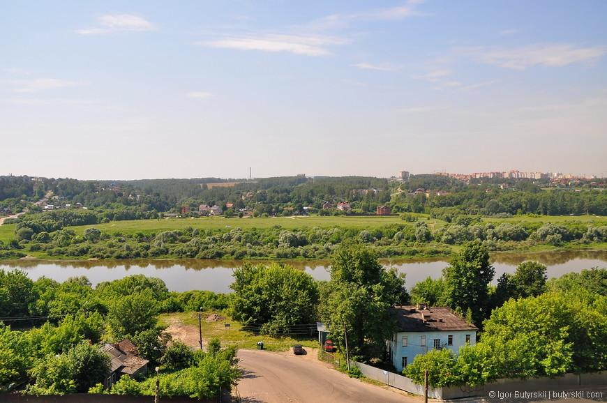 07. Виды на Оку, с этого ракурса город похож на деревню, но это не так.