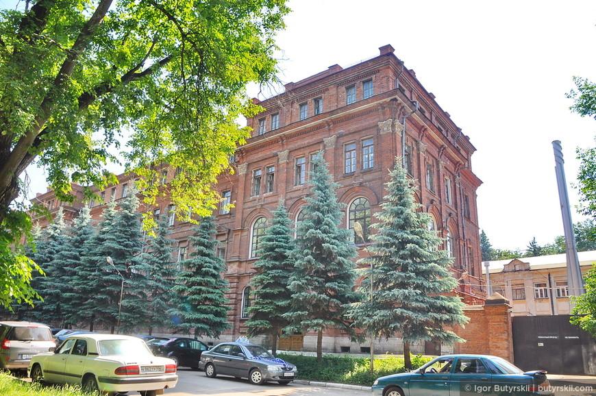 10. В центре много исторических зданий которые требуют небольшой реставрации.