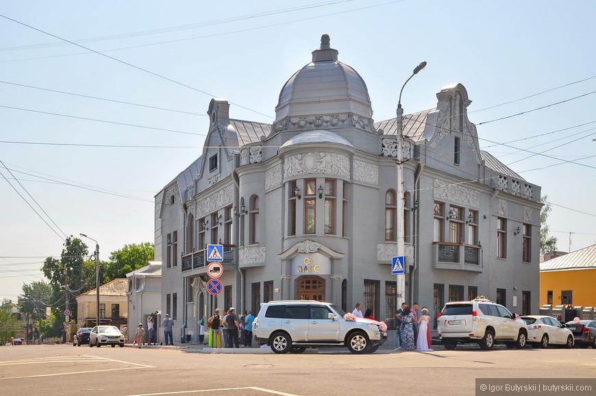 15. Очень специфичное здание ЗАГСа, место конечно ужасное, но здание чем-то даже интересное.