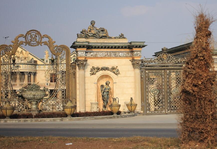 Понравилась фотка? Мне тоже! Это дом самого богатого армянина. В России я такого пока не видела!!!! Водитель специально обратил моё внимание, зная, что я из Москвы.