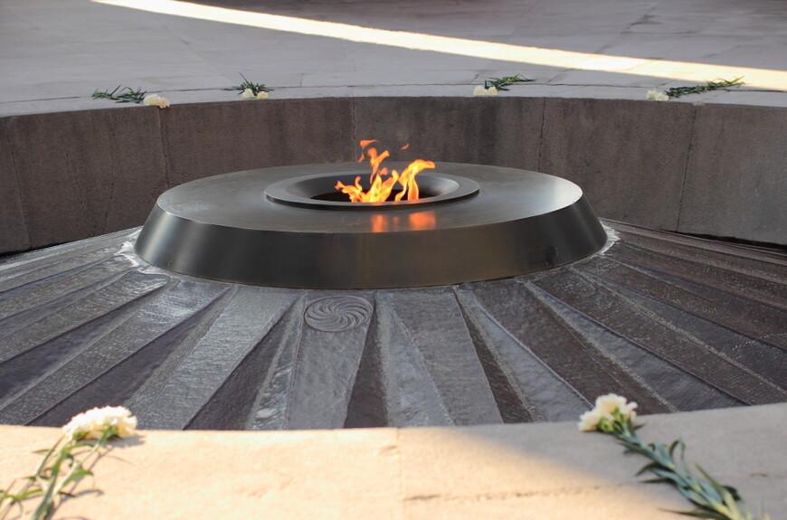 Мемориал памяти геноцида армян. В 2015 году армяне отмечают столетие геноцида. В апреле.