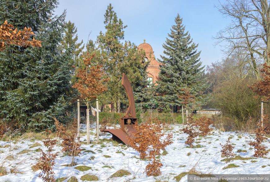 Современное немецкое искусство добралось и до дворцового парка.