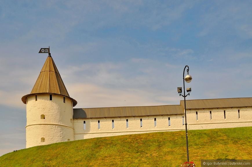 08. Юго-Западная башня построена одновременно со Спасской башней псковскими мастерами и является классическим образцом псковского стиля оборонительных сооружений.