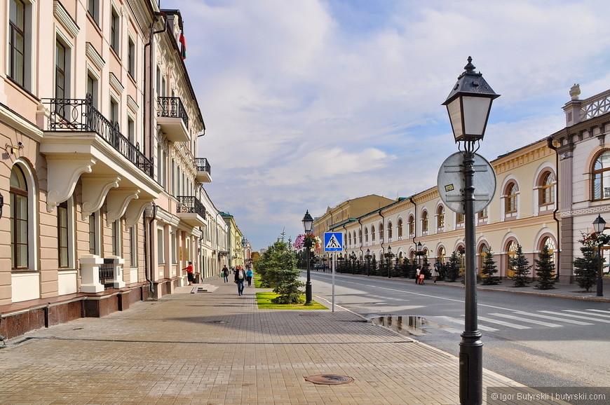 10. Бросим взгляд на улицу Кремлевская и пойдем в сам кремль.