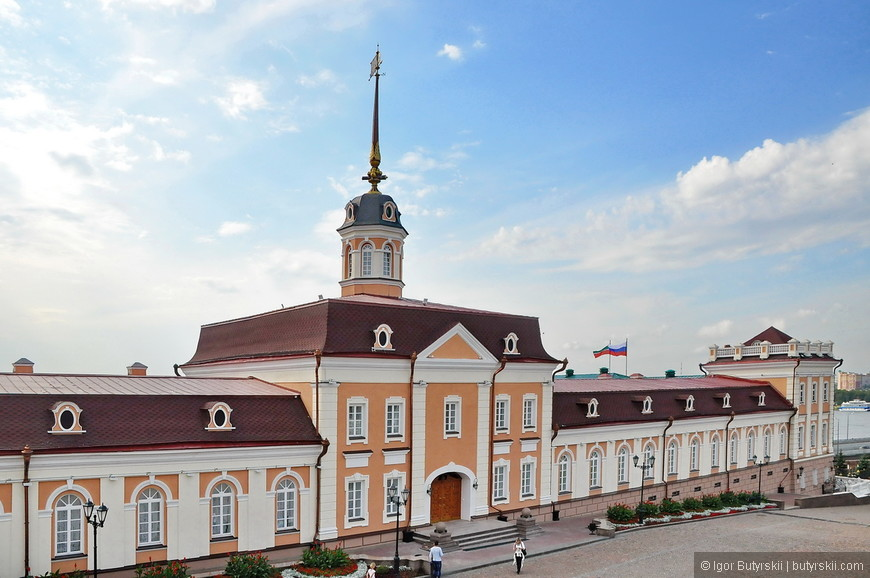 28. Вы только посмотрите, как аккуратно все сделано, гулять по территории кремля приятно, туристов много.