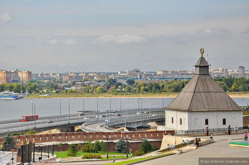 33. Эстакада въезда на мост через Казанку, в городе все отлично не только с туризмом, но и дорогами.