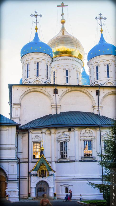 Спасо-Преображенский собор (XVIIв) с усыпальницей бояр Романовых (архитектор Я. Бухвостов)