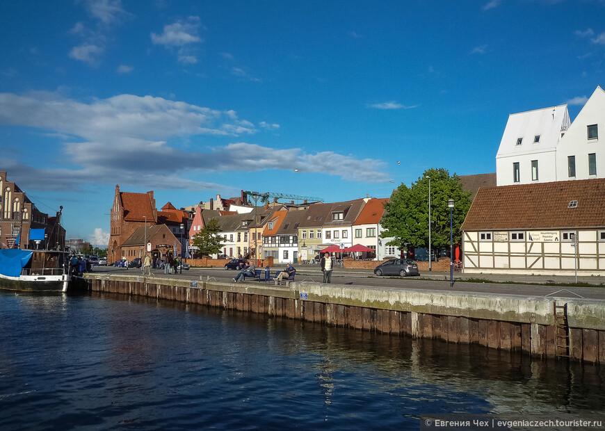 Удобное расположение в Висмарской бухте давало порту преимущество, а узкий проход в бухту обеспечивал надежный сбор таможне.
