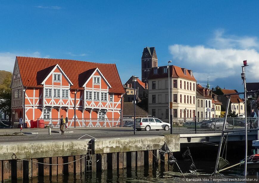 Правда узкий проход в бухту сослужил Висмару плохую службу при шведской осаде. Никого не впускать, никого не выпускать - и город твой.