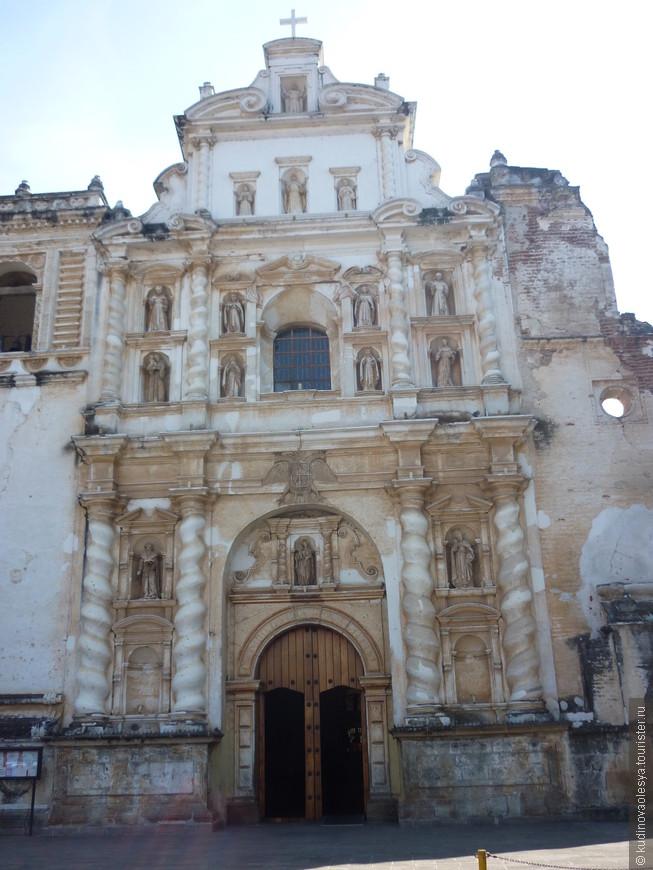 Строительство мужского монастыря и церкви Сан-Франциско было закончено в 1702 году. Но, как и все остальные церкви лежит во впечатляющих руинах.