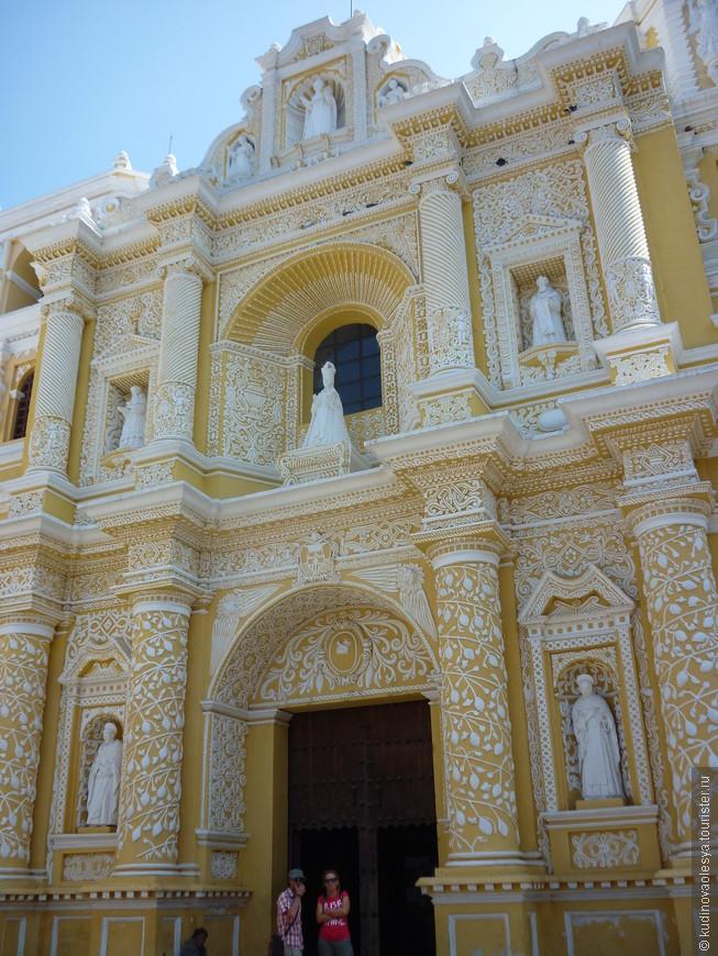 Церковь Милосердия в Антигуа – одна из красивейших европейских построек не только в бывшей столице, но и во всей Гватемале. Первая церковь на этом месте была основана монахами ордена Девы Марии Милосердной еще в XVII веке.