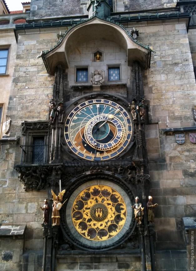 Староместские астрономические часы (Орлой) были созданы в 1410 году королевским часовщиком Микулашем из Кадани и астрономом Яном Шинделем, магистром пражского университета. Около 1490 года эти уникальные часы были отремонтированы и дополнены мастером Ганушем из Розы. Ничего подобного до этого времени в Европе не было