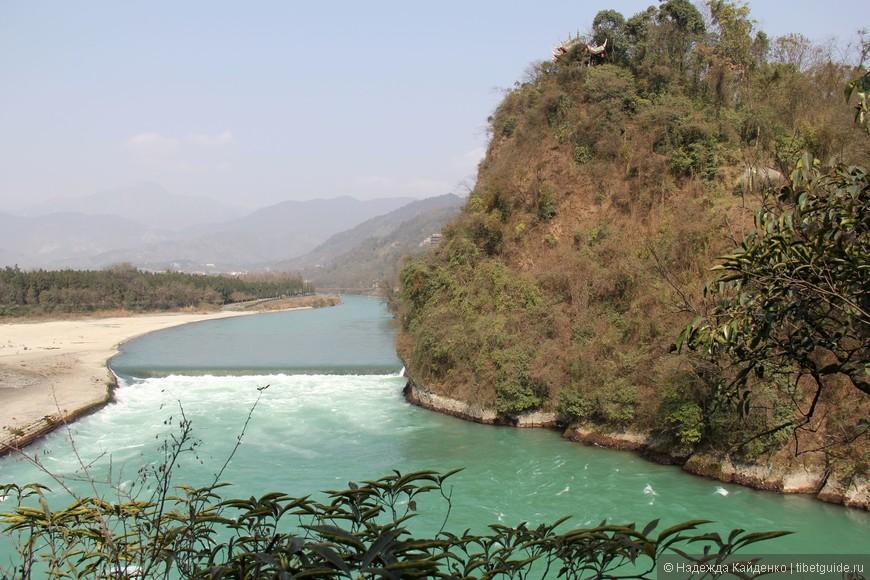шум потока слышен задолго то того, как открывается вид на реку