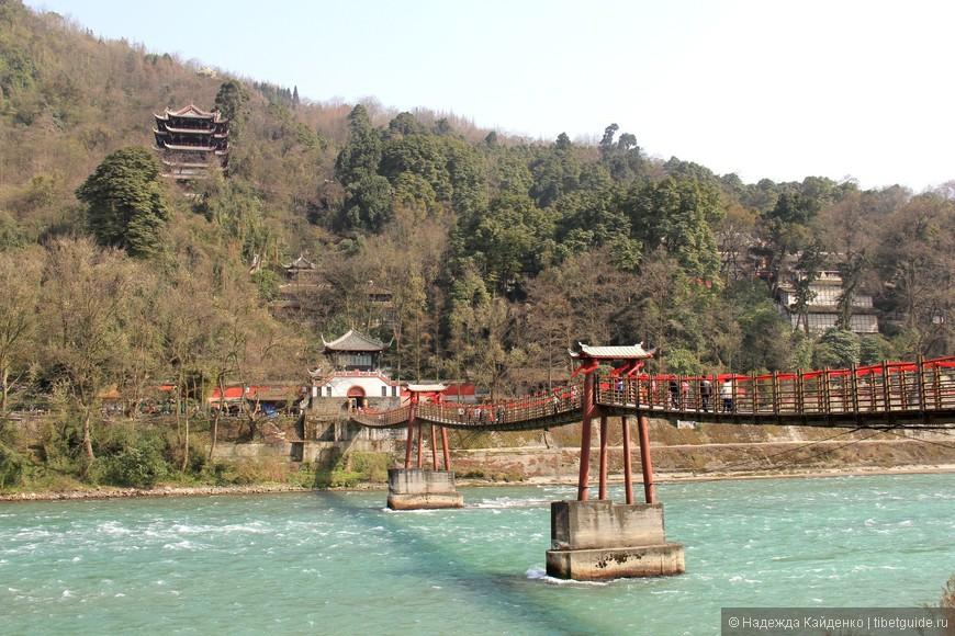 Навесной мост через реку Миньцзян