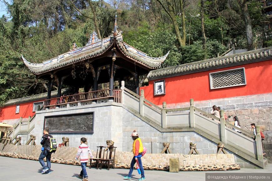 вход в даосский храм