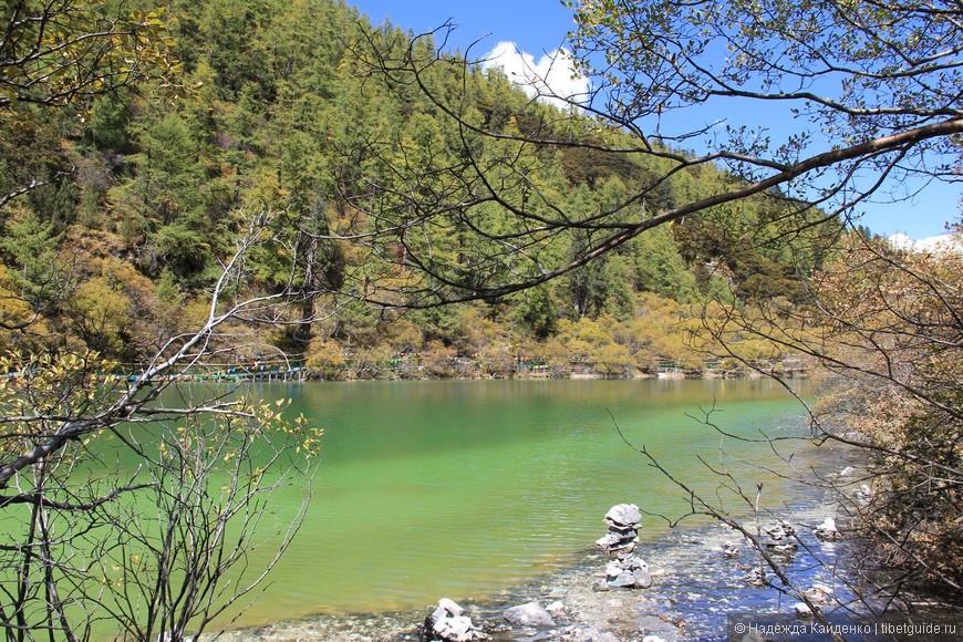Священное озеро под названием Жемчужное. Его воды открывают ясное видение и лечат заболевания глаз.