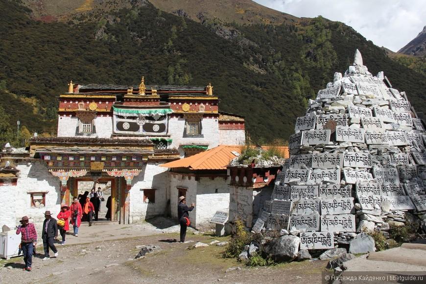 монастырь школы гелуг-ба,  наша отправная точка и место встречи после коры