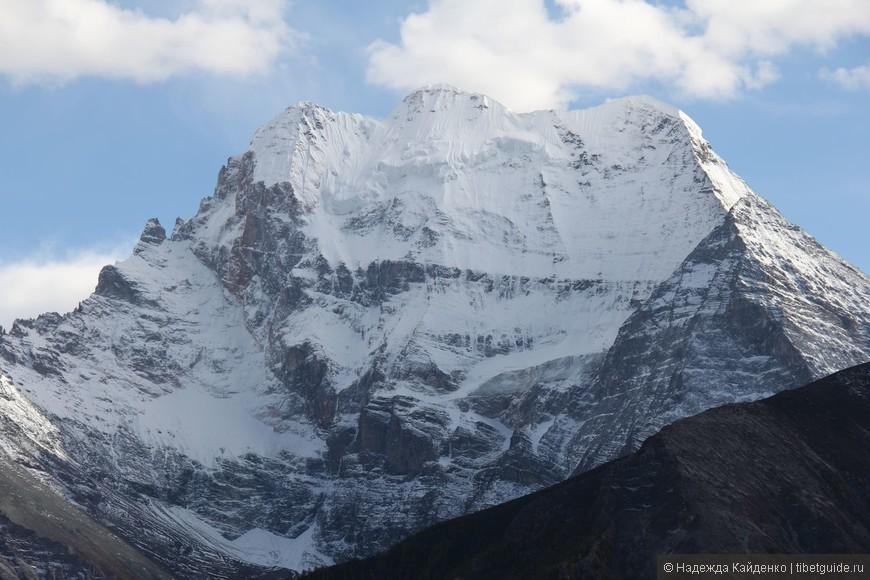 вид на прощание : Ченрезиг - Священная гора Авалокитешвары в Восточном Тибете
