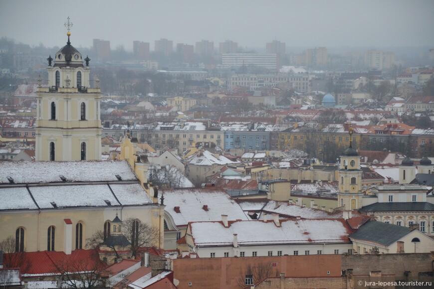 За обилие старинных церквей, особняков и башен Вильнюс часто называют городом стиля барокко.