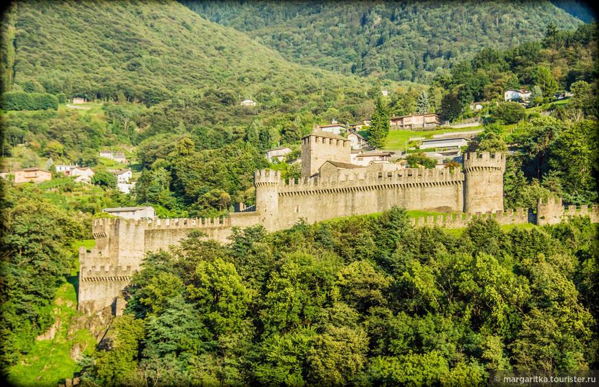Замок Монтебелло (вид со стен Кастельгранде (Castelgrande))