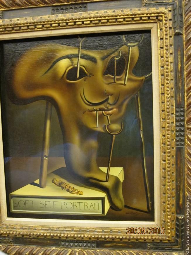 """Зал """"Рыбные лавки"""" - """"Мягкий автопортрет с жареным салом"""" (1941 г.), согласно Дали лучше всего нас выражает наша кожа."""