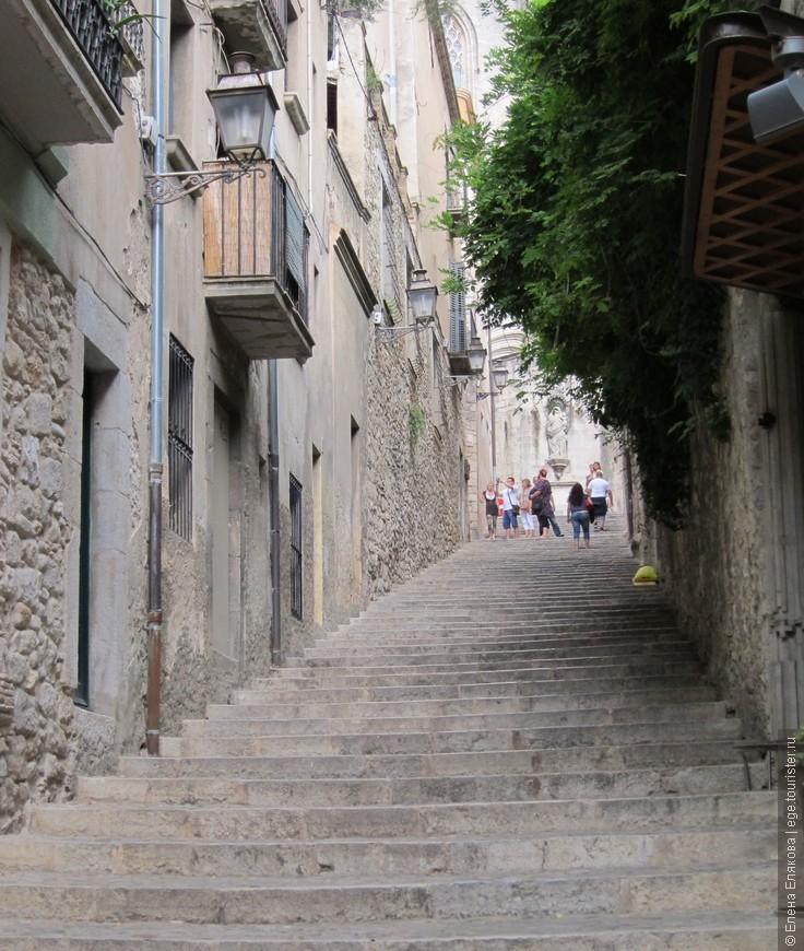 Лестница в 90 ступеней, которая ведет к Кафедральному собору.