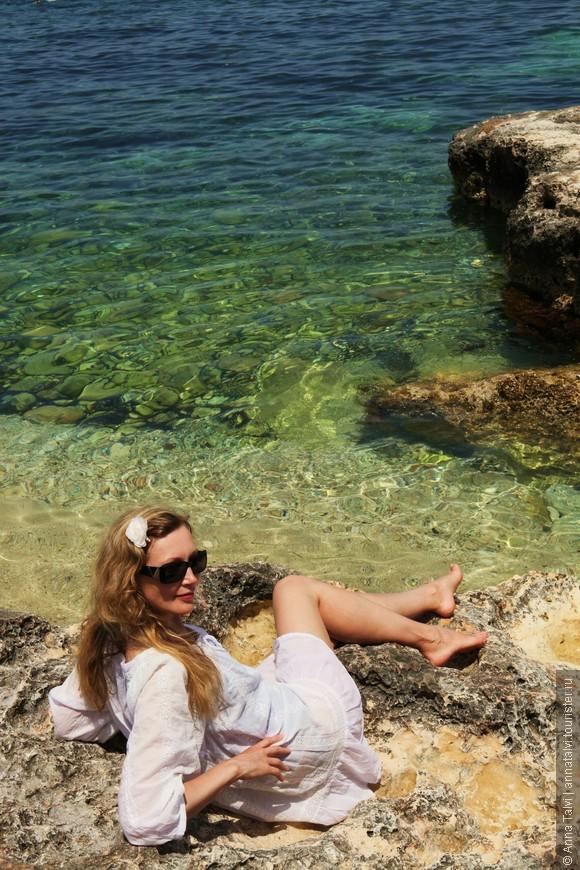Kроме многолюдных песчаных пляжей, можно найти и спокойные уединенные маленькие пляжи, как скaлистые так и песчаные