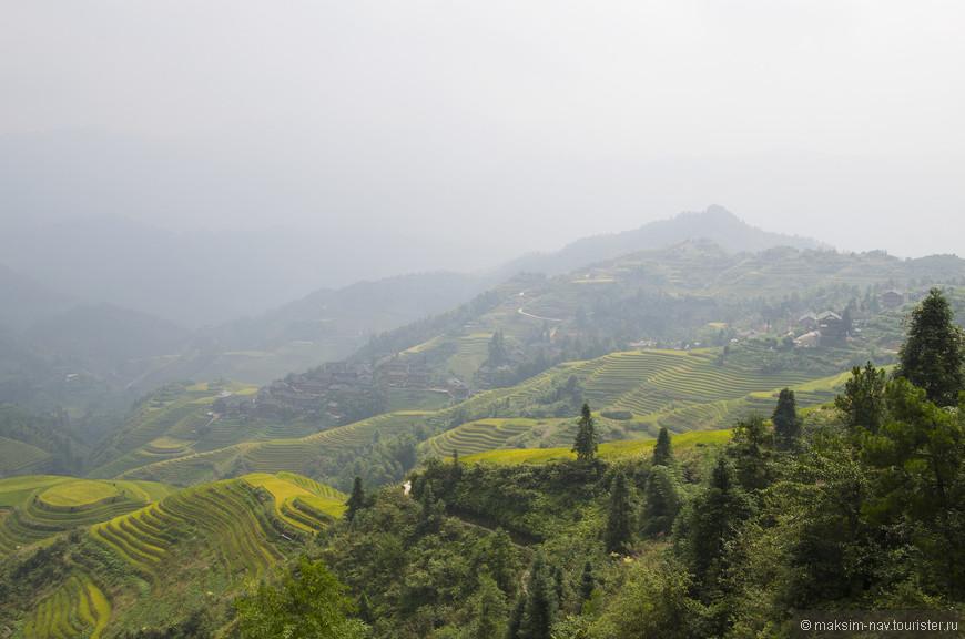 Немного левее и ниже центра фотографии деревня Тейтиан в которой мы проживали.
