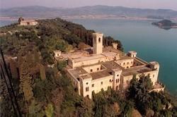 В Италии на продажу выставлен остров со средневековым замком
