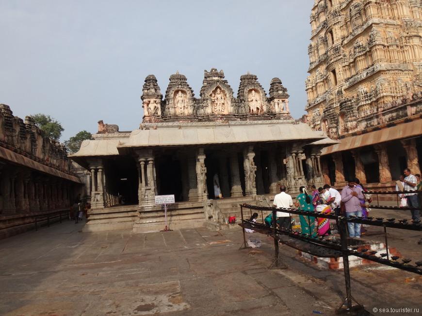 понаблюдав за обезьянками, мы отправились в глубь храма