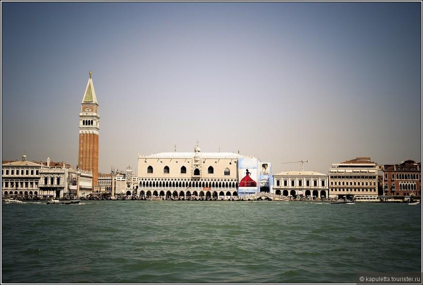 Каждый любитель Венеции навсегда запоминает свой первый приезд сюда, свои предвкушения, свои ожидания... Первое, что я увидела - была  Площадь святого Марка.