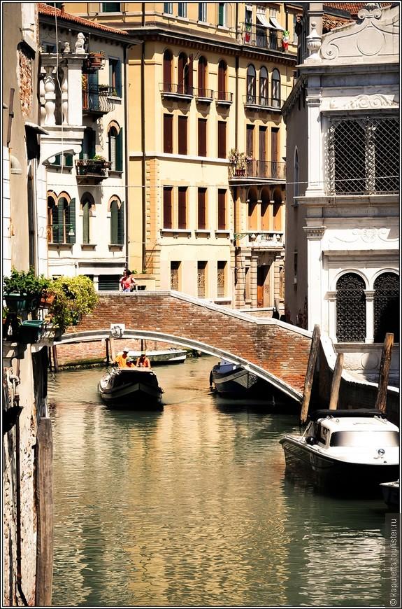 Волшебное, нереальное место! Такова Венеция, вечно манящая, таинственная. неповторимая. Чудо, выросшее на болотах...