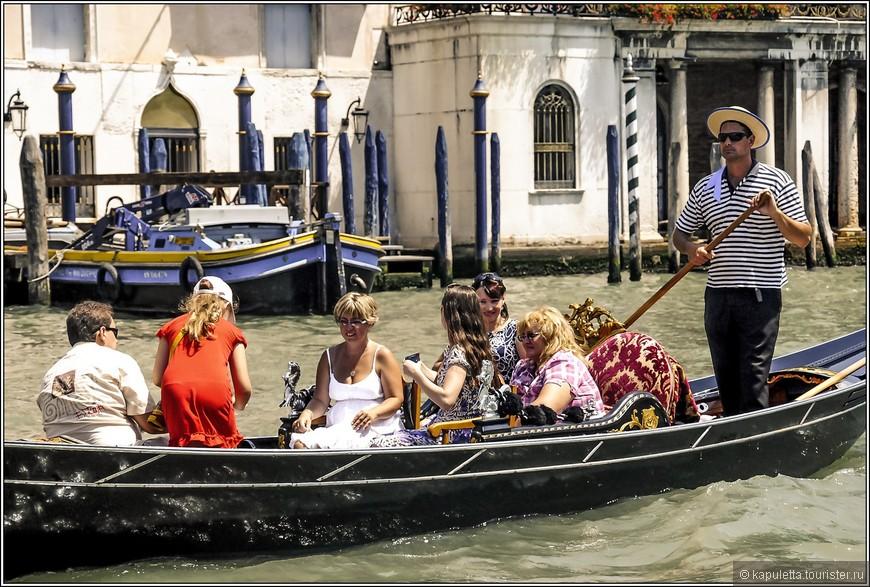 """Микеланджело, побывав в Венеции, изобразил на фреске """"Страшный суд"""" в Сикстинской капелле удивительно похожую на гондолу барку с грешными душами..."""