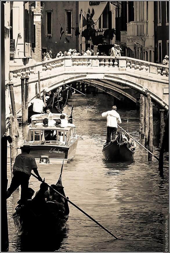 """Когда я летела в Италию, читала в самолете роман Дины Рубиной """"Высокие воды венецианцев"""". Кто не знаком, очень рекомендую. Может , именно из-за сюжета этого романа у меня появилась какая-то грусть..."""