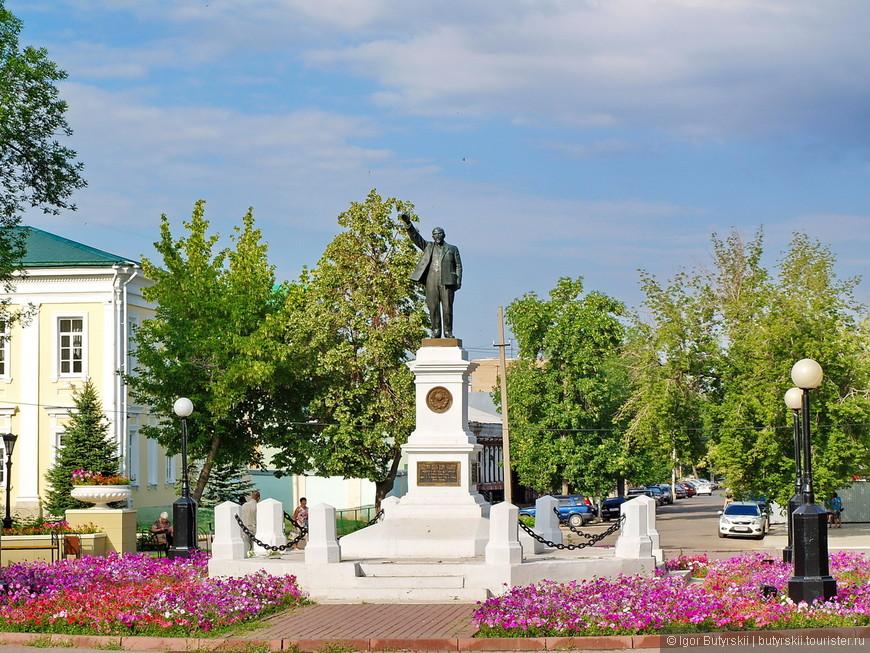 14. Памятник Ленину, ох уж эти культы… Но на редкость чистый Ленин получился.