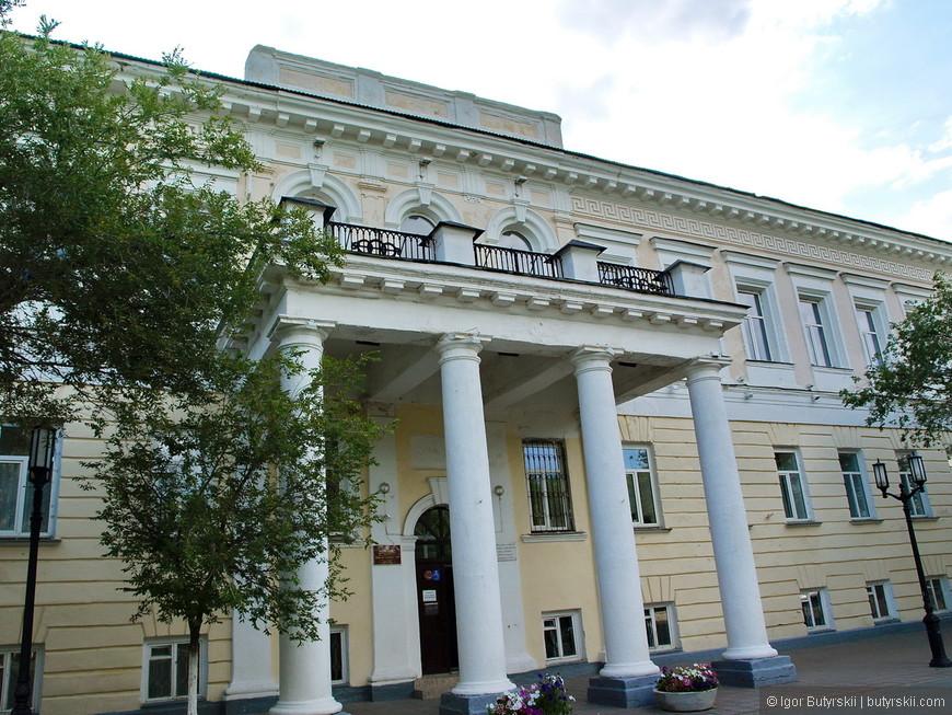 15. В городе очень много отличной архитектуры, смотрите, какой классный балкон.