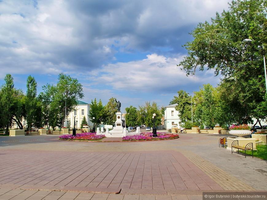 17. В городе много зелени, центр малоэтажный, похоже на небольшой город населением в 100 тысяч, но город Оренбург больше.