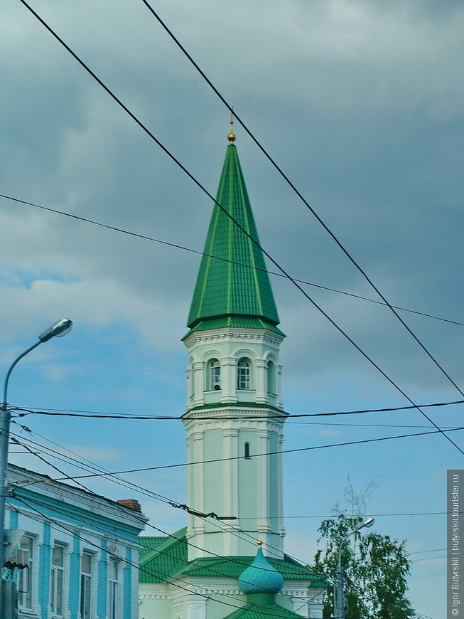 24. Сначала подумал, что мечеть, потом увидел купол, интересное строение.