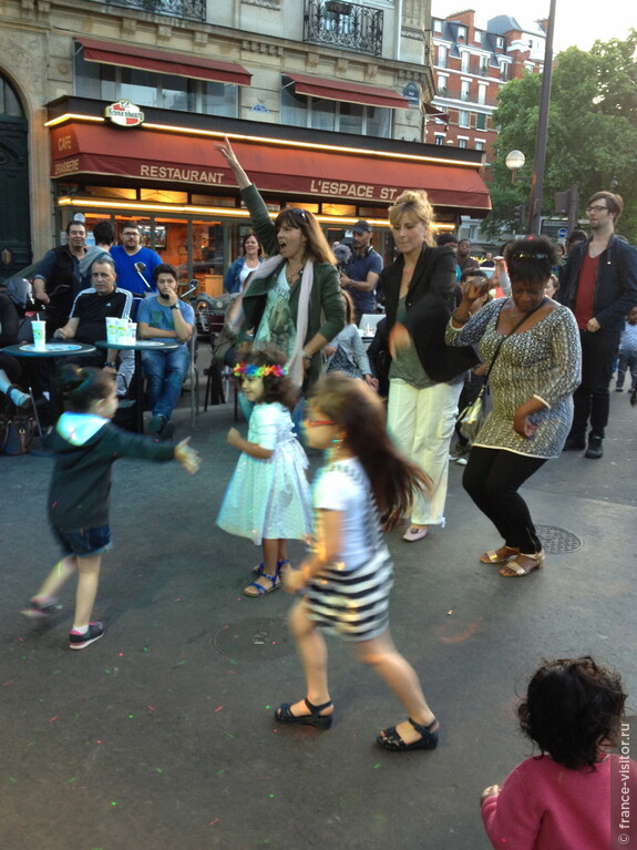 На празднике уличной музыки танцуют все!!!