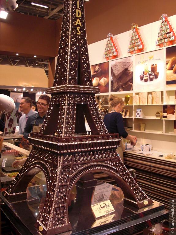Очень вкусная шоколадная башня!!! Выставка шоколада в Париже.